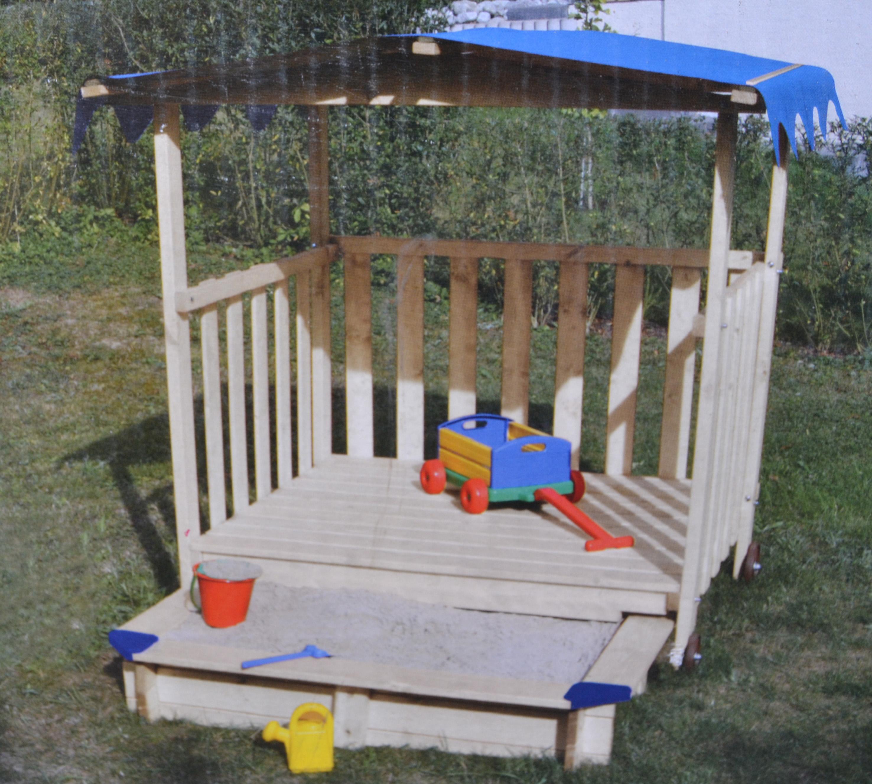spielhaus mit sandkasten und dach sandkiste spielhaus t v. Black Bedroom Furniture Sets. Home Design Ideas